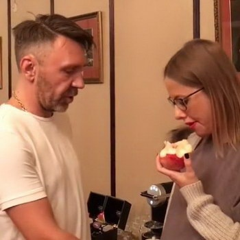 Ксения Собчак послала фанатов Шнурова на три буквы