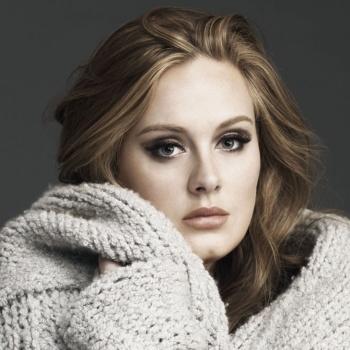 Певица Адель лично поддержала пострадавших от пожара в Лондоне