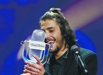 За жизнь победителя «Евровидение-2017» Сальвадора Собрала борются врачи