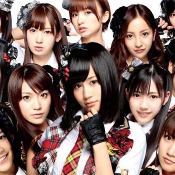 На группу AKB48 напал маньяк