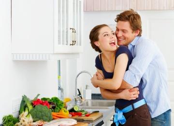 5 неромантичных вещей, которые самые крепкие пары делают каждый день