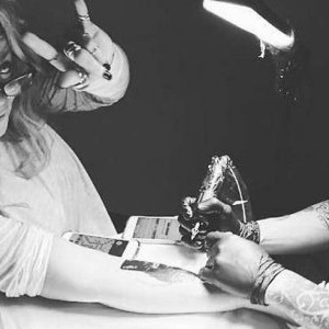 Лариса Долина показала новую татуировку