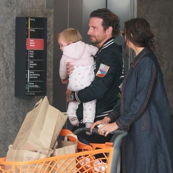 Ирина Шейк приобщает дочь к шоппингу с детства