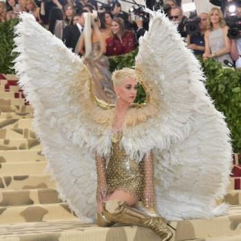 Кэти Перри в костюме ангела на Met Gala произвела фурор