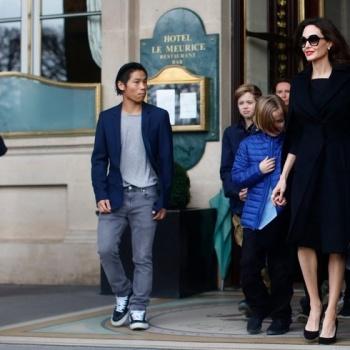 Сын Анджелины Джоли оскорблен ужасным поступком матери