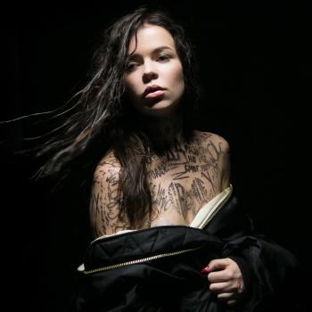 Елена Князева оголилась перед публикой