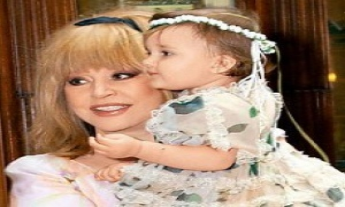 Двухлетняя дочка Аллы Пугачевой спела первую песню