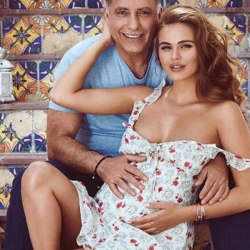Беременная Дели показала фотографию с 64-летним мужем-миллионером
