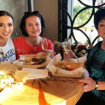 Бабушка Ольги Бузовой прилетела в Москву поесть в ее ресторане