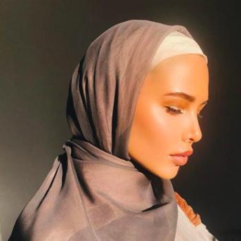 Пользователи Сети осудили Анастасию Решетову за скромное фото в платке
