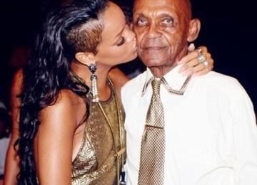 Дедушка Рианны отметил свое 90-летие