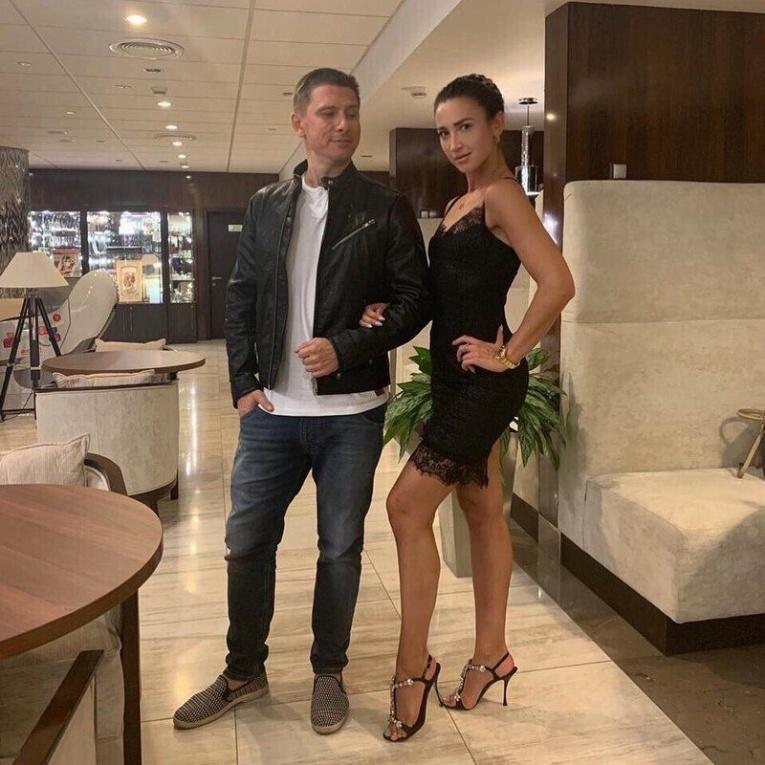 Ольга Бузова и Тимур Батрутдинов улетели на съемки телешоу