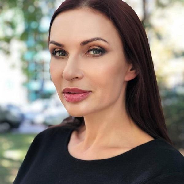 Эвелина Бледанс не хочет менять прическу